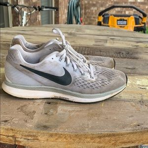 i'm selling a pair of nike zoom running shoe